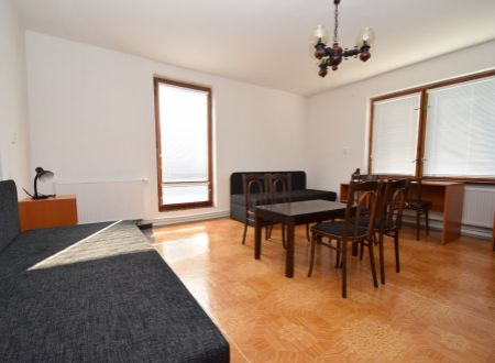 RD - ubytovanie pre 9 osôb, spoločenská miestnosť, dvojitá kuchyňa, jedáleň.../ Zobor Nitra