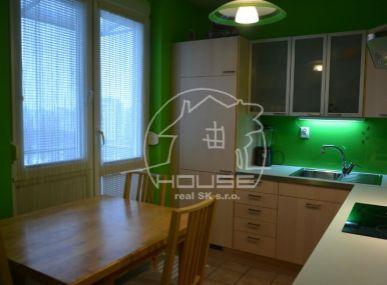 PREDAJ: 2 izb. byt, výmera 52 m2, sbalkónom aj s loggiou, kompletná rekonštrukcia, Komárnická ul., BA – Ružinov