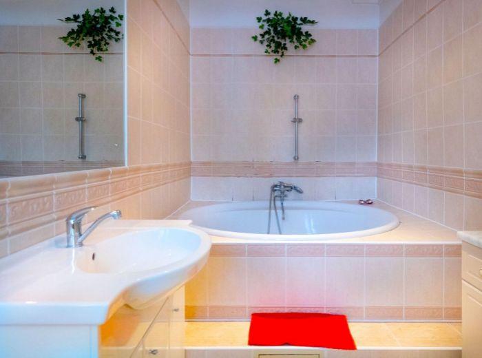 OSTREDKOVÁ, 2-i byt, 68 m2 - priestranný byt vo VYHĽADÁVANEJ A POKOJNEJ LOKALITE, ihneď voľný