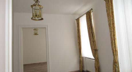 Na prenájom krásny 2 izb. byt po komplet rekonštrukcii + parkovacie státie , Piešťany centrum