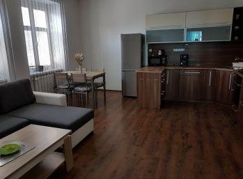 Prenajatý  kompet zrekonštruovaný 3.izb byt v Nitre v úplnom centre v tehlovej bytovke