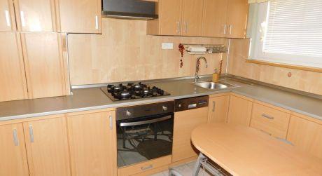 Predaj - Kompletne prerobený 3 izbový byt s loggiou na VII. sídlisku v Komárne