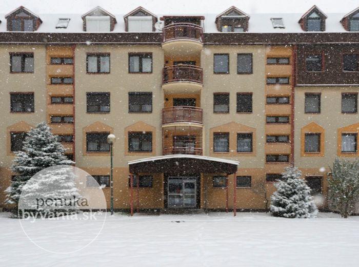MIEROVÁ, 1-i byt, 41 m2 – tehla, veľká LOGGIA, skvelá občianska vybavenosť