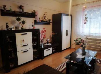 Štvorec- rodinný dom v obci Novosad-velmi pekný a utulný