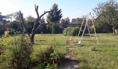 Hľadám veľmi súrne stavebný pozemok v Pezinku