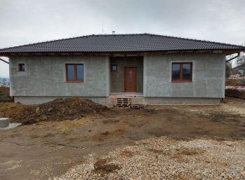 PREDAJ 4  IZB BUNGALOV GOLIANOVO, 613 M2 POZEMOK, 001-12-AKA
