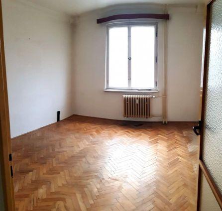 PREDAJ - 81 m2 - RUŽINOV 3 izbový BYT s BALKÓNOM - POVODNÝ STAV - JADROVÁ ul.