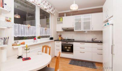 APEX reality ponúka 1 izbový byt s parkovacím miestom v bytovom dome v centre obce Sokolovce