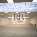 Showroom orientovaný na bývanie, 383 m2