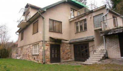 VYHNE 9 izbový rodinný dom vhodný ako investícia, okr. Žiar nad Hronom