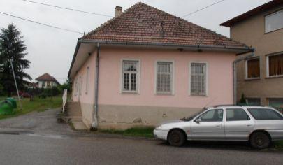 BOBROVEC čiastočne rekonštruovaný rodinný dom na poz. 673m2, okr. L.Mikuláš