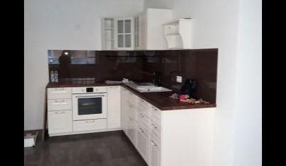 Predaj 3 izbový byt s loggiou 11,7m2, záhradou 93m2, parkovacím státím - RAJKA – TOP PONUKA!