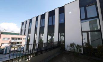 Priestor 176 m² v novostavbe admin. budovy s parkovaním ul. Na Varte - Bratislava Vinohrady