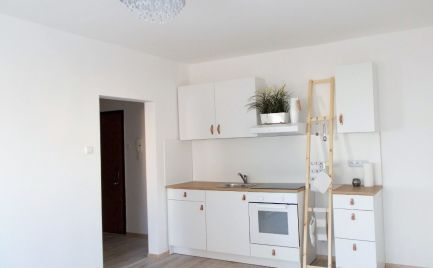 Rezervované - predaj 2-izbového zrekonštruovaného bytu v Dúbravke