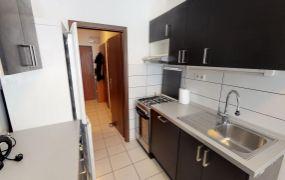 EXKLUZÍVNE IBA U NÁS Vám ponúkame na prenájom kompletne zariadený 4-izbový byt v Trenčíne, ul. Clementisova, časť Sihoť.
