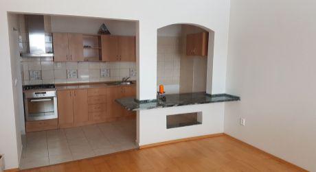 Na predaj veľký 3-iz. byt po rekonštrukcii v Štúrove na ul. Kasárenská 26