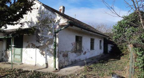 Kuchárek-real: Dom v širšom centre Pezinka na vlastnom pozemku 314m2.