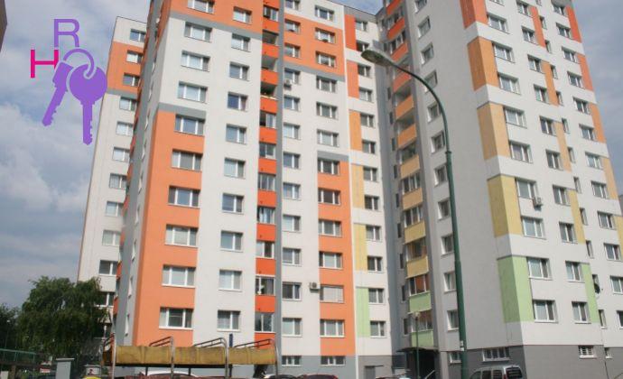 Na predaj 3 izbový byt po rekonštrukcii,  Bratislava-Petržalka,  Znievska.