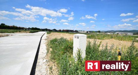 Stavebný pozemok P42/932,31 m2/ Horná Streda