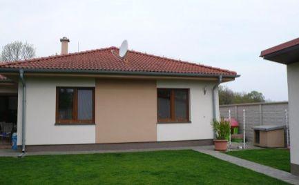 Priestranný  rodinný dom s dvojgarážou na predaj v Šamoríne