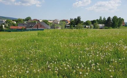 Ponúkame Vám na predaj pozemky - . Stavebné pozemky 800 m2 – 1 000 m2, 8 km od Zvolena – cena 25 000 € do 30 000 €