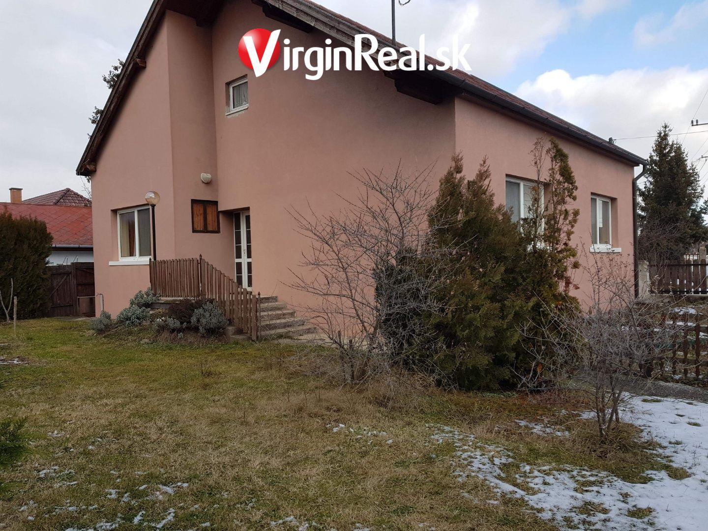 cc18640a1 Predáme 2 poschodový rodinný dom s bazénom v centre Rajky za vynikajúcu  cenu.