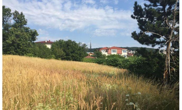 Pozemok 894 m2 na rodinný dom v lukratívnej kolibskej štvrti v uzavretom kondomíniu - Suchá - Lopúchova