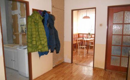 Tehlový 3-izbový byt 95 m2 (3 pivnice) + lodžia 9 m2 a záhrada 100 m2 v Melčiciach-Lieskovom