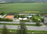 Stavebný pozemok, Veľké Leváre, 21á, antukový kurt, bazén, krb, 2x chata,