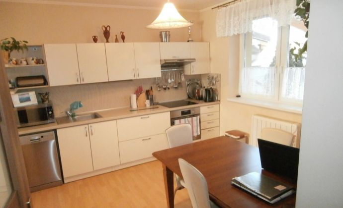 REZERVOVANÉ ! Predaj 4-izbový byt v radovej zástavbe rodinných domov v Kráľovičovych Kračanoch