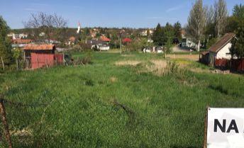 Na predaj  krásny, čistý  18 á stavebný pozemok  Podhájska /Čechy/