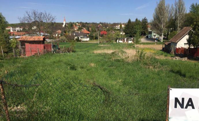 Na predaj stavebný pozemok 8 km od kúpeľnej obce Podhájska