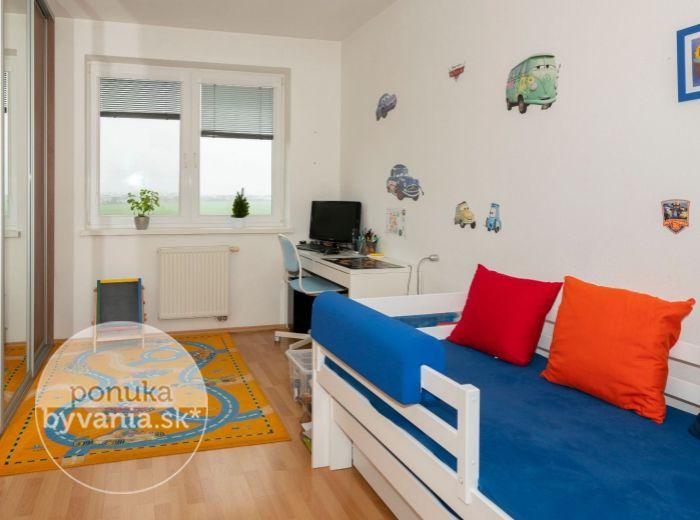 PREDANÉ - M. R. ŠTEFÁNIKA, 3-i byt, 65 m2 – ŠTÝLOVÁ DISPOZIČNÁ ÚPRAVA BYTU, v novostavbe a TICHEJ LOKALITE