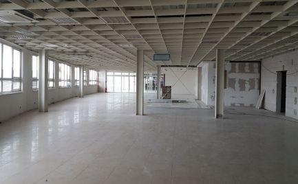 Obchodný priestor v nákupnej zóne Pharos park/Avion/Ikea