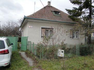 RD v Piešťanoch, k.ú Kocúrice /tichá lokalita/ s pozemkom až 51,33 árov