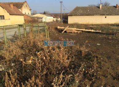 MAXFIN REAL -  Pekný rovinatý pozemok v Šuriankach