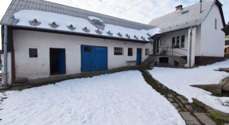 Iba u nás na predaj rodinný dom s 2 garážami, 583 m2, Soblahov