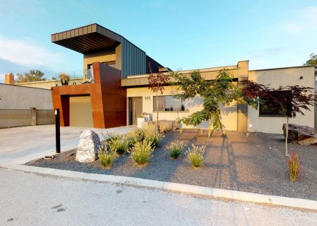 Luxusná vila so 7 izbami, bazénom a hosťovským domom