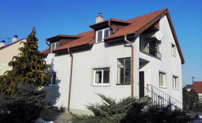 Prenájom 3izb. bytu, 100 m2 v rodinnom dome BA II na rozhraní Prievozu a Vrakune na Hrušovskej ulici.
