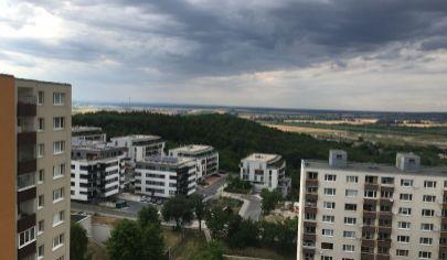 Hľadám súrne  pre reálnu klientku 3 izbový byt v Dúbravke,ideálne od 1 poschodia.