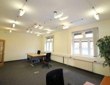 KANCELÁRSKE PRIESTORY: Na prenájom kancelária 53.33 m2, Kukučínova ulica, Nové Mesto, zariadené, vlastná kuchynka, alarm, klimatizácia.