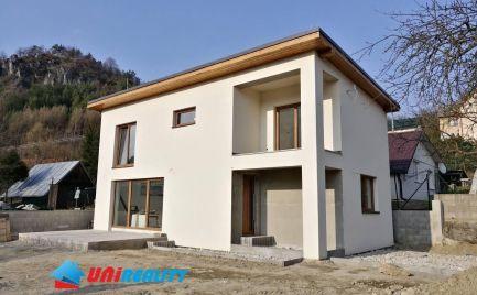 Malé Košecké Podhradie - rodinný dom na predaj - 4 izby - holodom - pozemok 400m2
