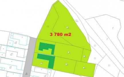 Veľký slnečný pozemok 3 780 m2 s domom,  25 km od B. Bystrice - cena 58 000€