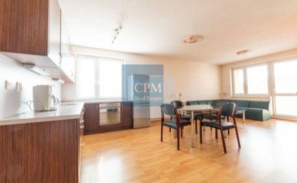 Predaj slnečného 3-izbového bytu s balkónom a s parkovacím miestom na Hradskej ulici