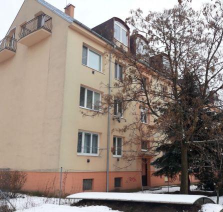 Veľký 2izbový byt v tehlovom dome - v tesnej blízkosti centra Senca - Kollárova - StarBrokers