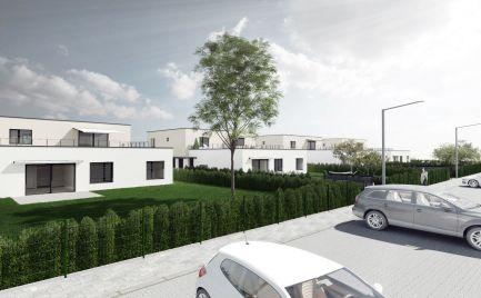 Dvojpodlažný dom s tromi priestrannými bytovými jednotkami.