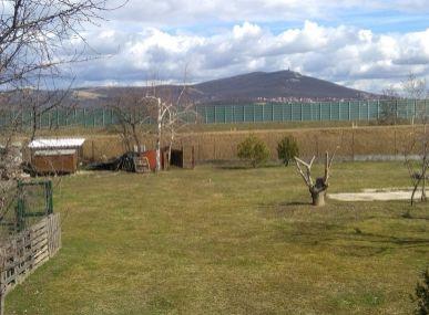 MAXFIN REAL -  predaj výhodného pozemku za účelom stavby RD alebo záhrady v Lužiankach