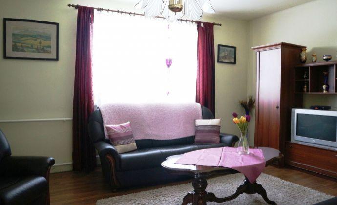 Predaj: priestranný dvojgeneračný rodinný dom, pozemok 1550 m2, Tôň