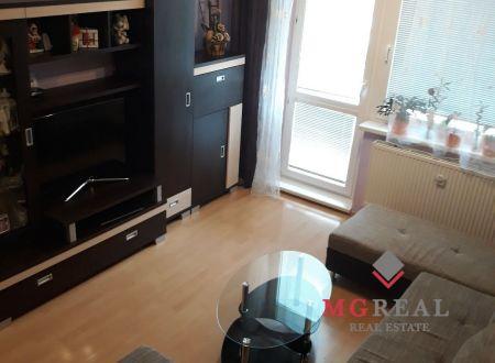 Ponúkame vám na predaj krásny slnečný 3izbový komplet zrekonštruovaný byt v Malackach