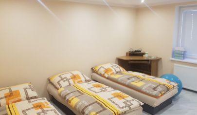 Exkluzívne APEX reality prenájom 3iz. domu (9 lôžok) po rekonštrukcii v Šulekove pre firmu / pracovníkov